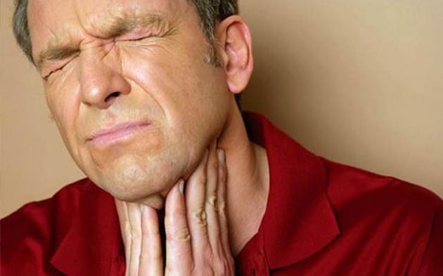 El dolor de garganta de faringitis y laringitis es molesto, pero se puede aliviar naturalmente.