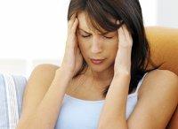 En la menopausia los dolores de cabeza y sofocos son frecuentes en muchas mujeres