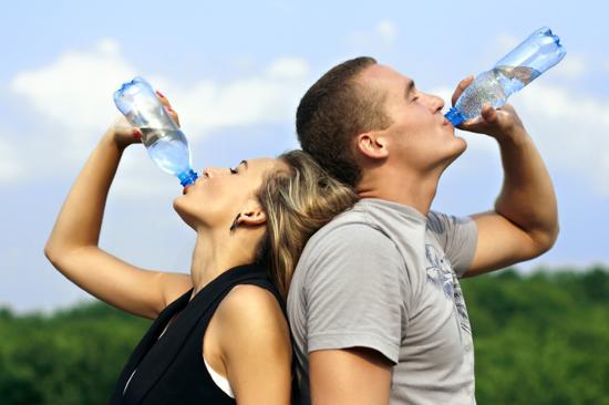 Beber agua ayuda a evitar la depresión